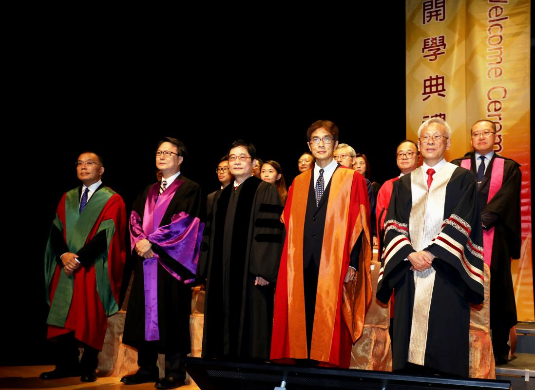 (Front row, from right) PolyU Deputy President and Provost Prof. Philip C.H. Chan, CPCE Dean Prof. Peter Yuen, Associate Dean (Quality Assurance) Prof. Warren Chiu and other senior academics officiate at the Welcome Ceremony.